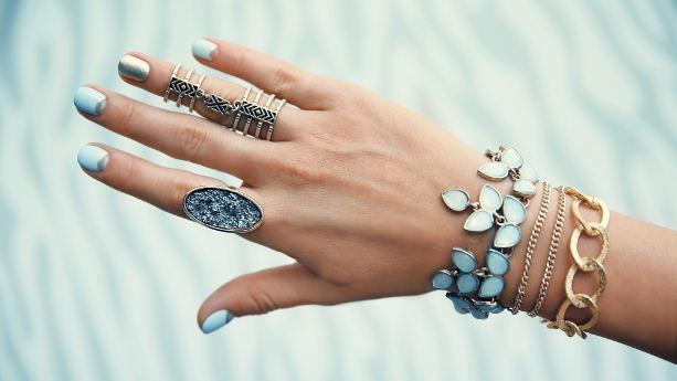 Smycken på en hand